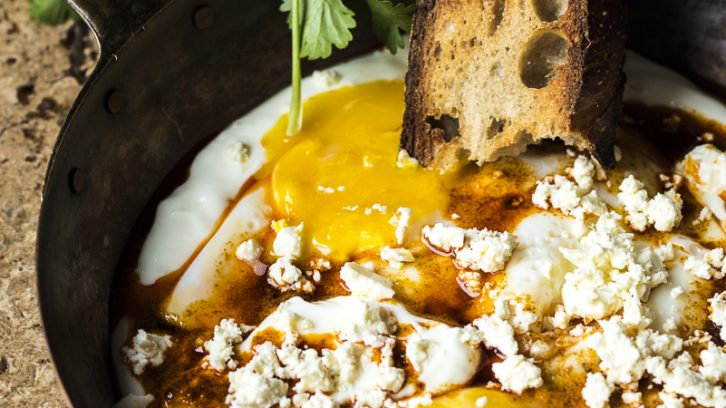 Fried Eggs in Garlicky Yogurt